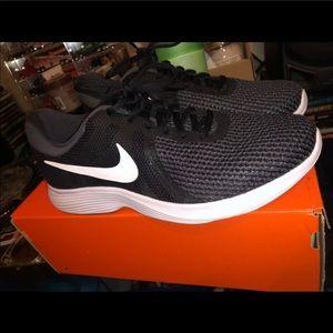 Nike Shoes - Wmms Nike revolution 4